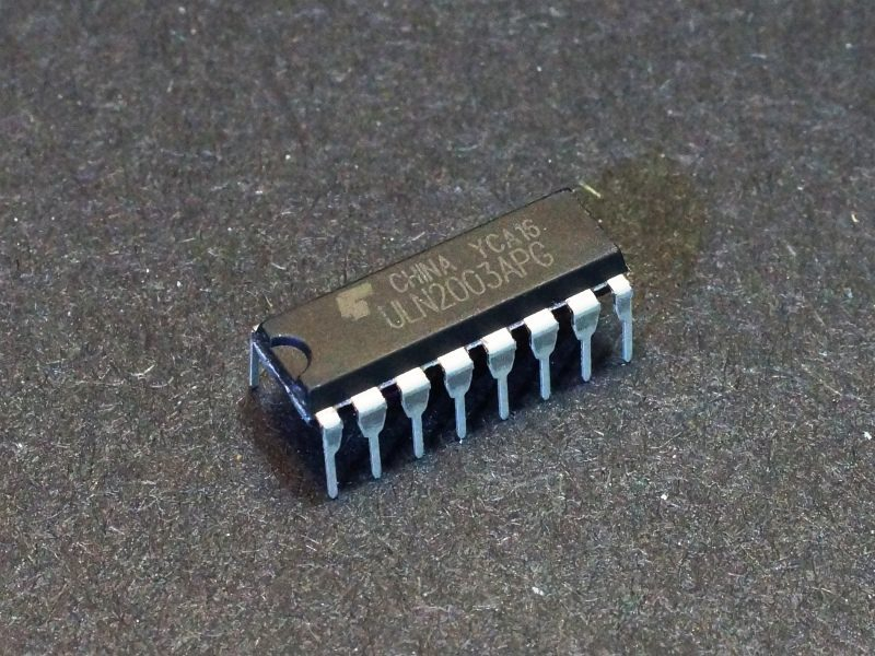 ULN2003 Darlington Transistor Array